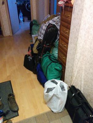 Заказ авто для доставки мебели : всякие вещи в сумках + кресло из Москвы в Дпк Остров
