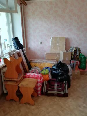 Заказать грузовую машину для доставки мебели : Складной стол, Средние коробки, Комод разобранный, Вещи в пакетах из Екатеринбурга в Санкт-Петербург
