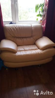 Заказать машину перевезти диван+кресло из Москва в Мытищи