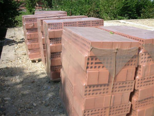 Транспортировать кирпича, на поддонах в пленке. 1 поддон-595 кг. недорого из Новокубанск в Краснодар