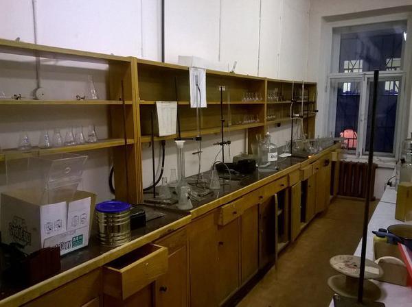 Заказать газель перевезти  большие лабораторные столы по Санкт-Петербургу