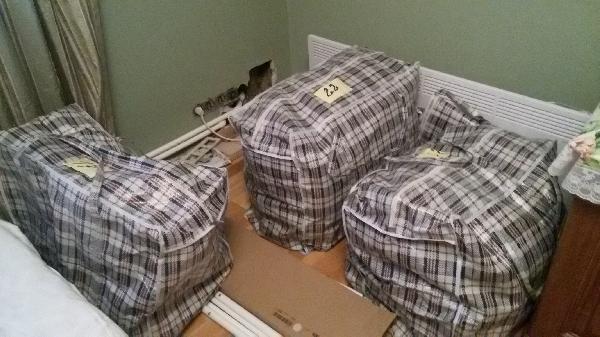 Заказать газель для перевозки 3 сумок одежд и 2 сборных вешалок икеа. попутно из Москва в Санкт-Петербург