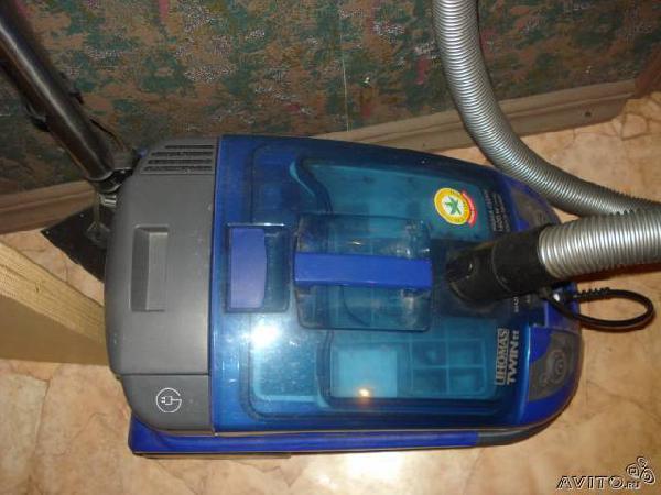 Заказ автомобиля для перевозки вещей : Запчасти от моющего пылесоса T из Санкт-Петербурга в Фани