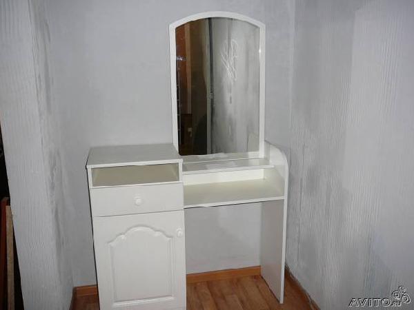 Перевозка личныx вещей : Туалетный дамский столик- трюм по Красноярску