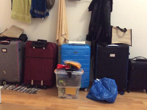 Перевозка средних коробок и чемоданов лежа по Санкт-Петербургу