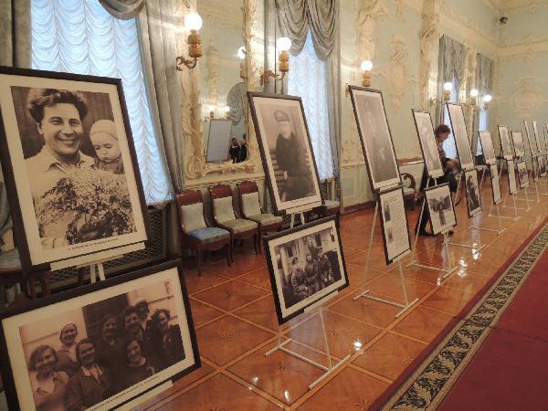 Перевозка подставок для картин недорого из Великий Новгород в Москва