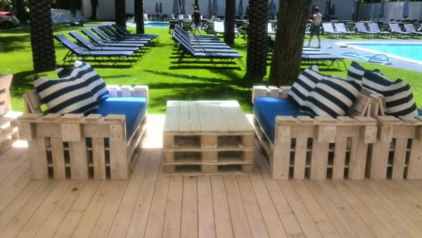 Доставить диваны из паллет недорого догрузом из Краснодар в Ялта