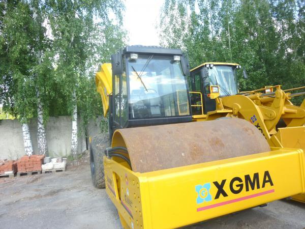 Грузотакси для перевозки грунтового катка xgma xg6141m догрузом из Сохрановка в Семено-Камышенская