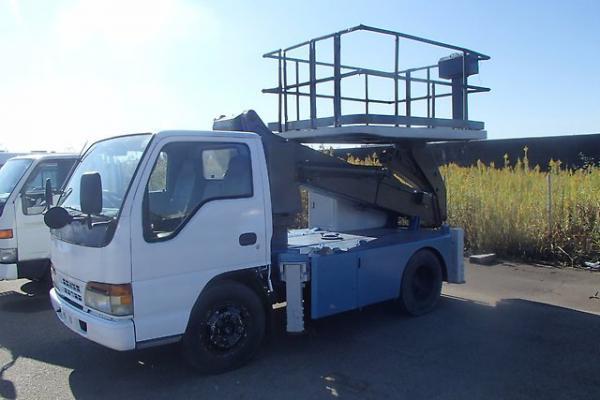 Отправить легковую машину на автовозе из Владивосток в Новомосковск