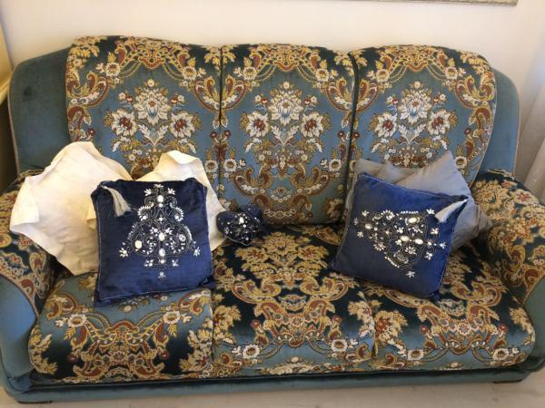 Отвезти диван 3-местный 2 кресла по Москве