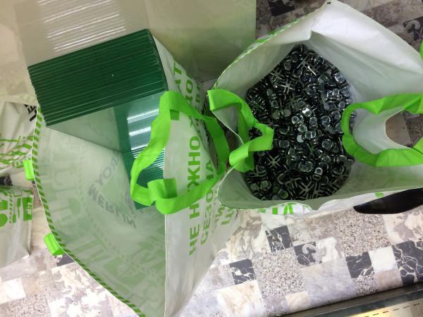 Перевезти стекло, пластика, пакеты 20штук, стол2шт, кресло 4шт из Москвы в Троицк